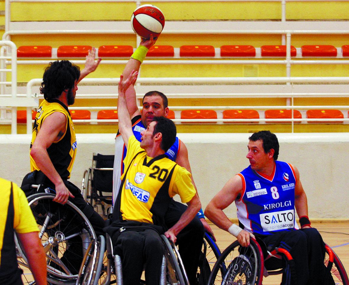 Baloncesto en silla de ruedas fotos de deporte adaptado - Tamano silla de ruedas ...