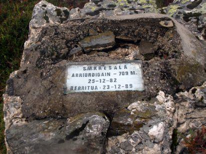 Placa en la cima de ,Arriurdingain, (709 m)
