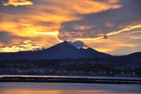 Monte Larrun (900m): amaneciendo en Hondarribia