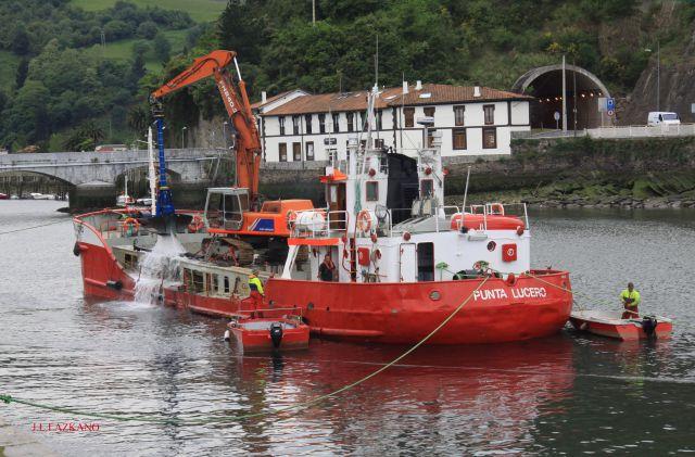 Dragadora Punta Lucero.Deba 2011-05-06