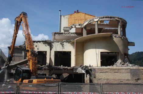 Lo ultimo del Hotel Miramar.Deba.2011-05-05