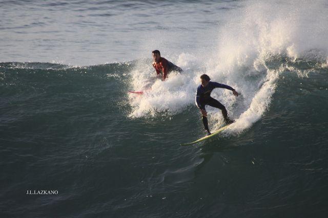 Surfistas.Roca Puta.Zumaia.2011-12-08