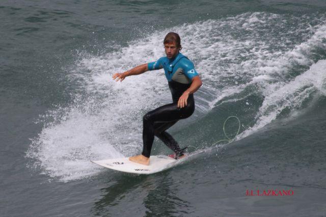 Surfista.Orrua.Zumaia.2012-06-08