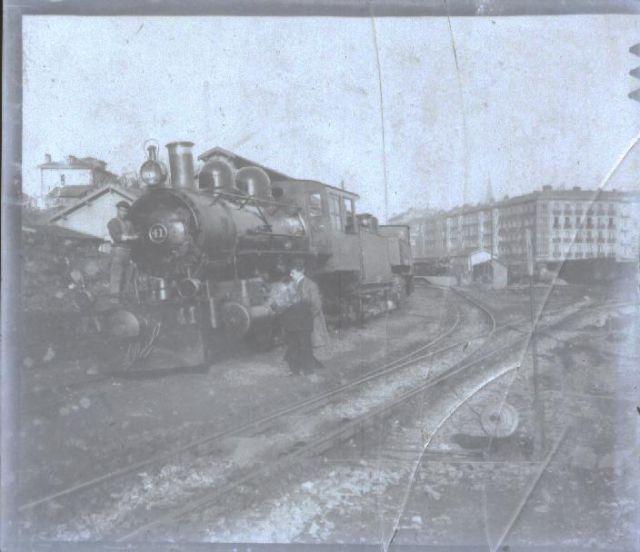 Estación de FFCC Amara revisando locomotora a vapor