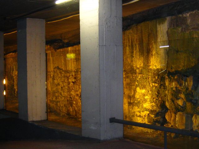 murallas en el aparcaMIENTO DEL BOULEBAR