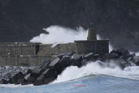 Oleaje.Faro de Zumaia.2014-02-22