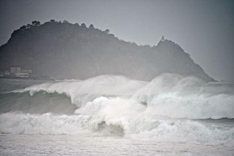 Grandes olas en Zarautz 11-12-2014
