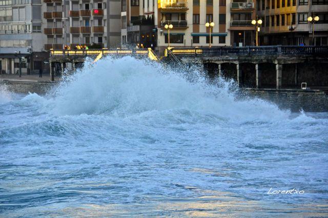 Mareas vivas en Zarautz con la marea alta
