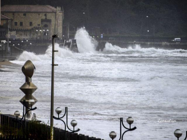 Grandes olas en Zarautz  25-11-2015