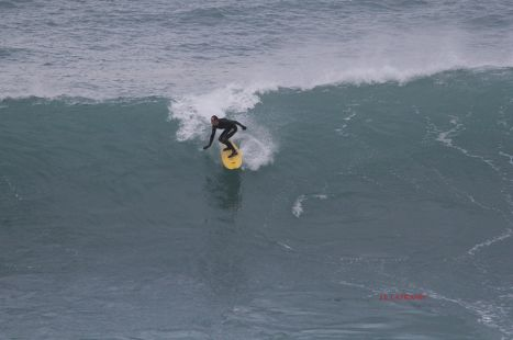 Zumaia.Roca Puta.Surfista Keoni