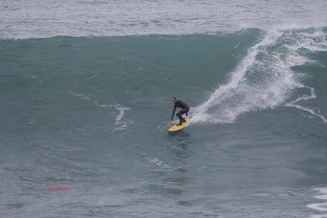 Roca Puta.Surfista Keoni