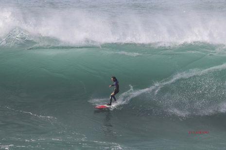 Zumaia.Roca Puta.Surfista Axi Muniain.2016-03-27