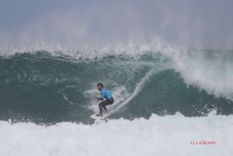 Campeonato Mundial de Surf .Surfista A.Aramburu.2016-04-03