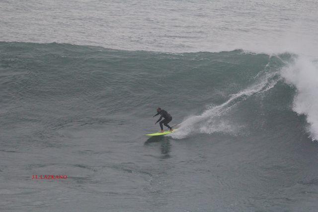 Zumaia.Roca Puta.Surfista.2016-12-16