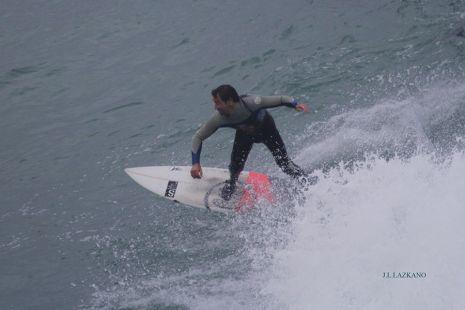 Zumaia.Roca Puta.Surfista.2012-12-21