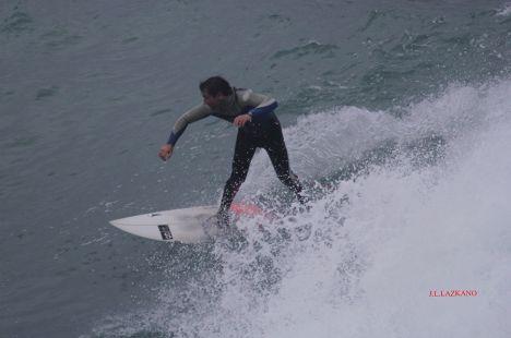 Zumaia.Roca Puta.Surfista.2016-12-21
