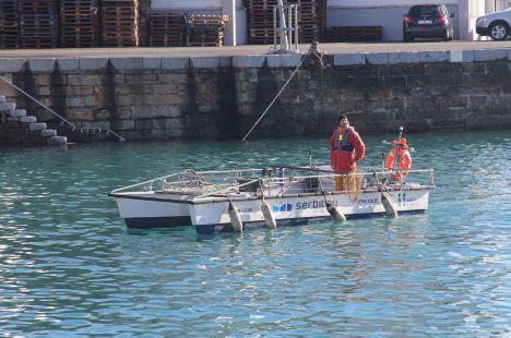 Getaria.Limpiando el Puerto