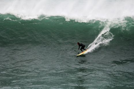 Zumaia.Roca Puta.Surfista I.Ieregi