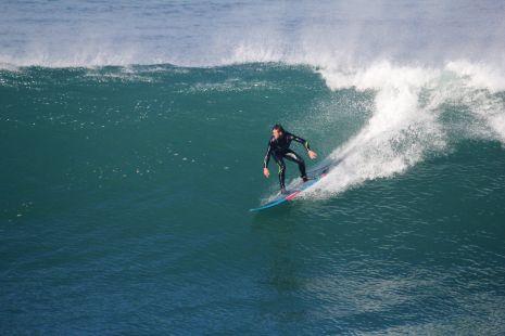 Zumaia.Roca Puta,Surfista